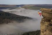 تصاویر | آویزانشدن از صخره ۴۰۰ متری با یک دست و بدون طناب!