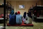 تصاویر | زنان کارتنخواب اینجا شب را به صبح میرسانند