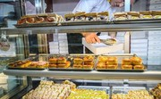 اقرار رئیس صنف قنادها به کمفروشی: جعبه را به نرخ شیرینی میدهیم!
