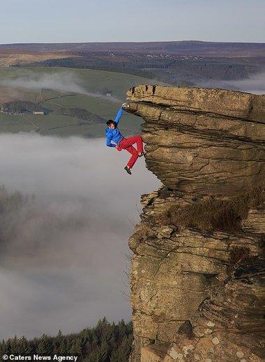 آویزان شدن از صخره در کوههای پناینز انگلستان