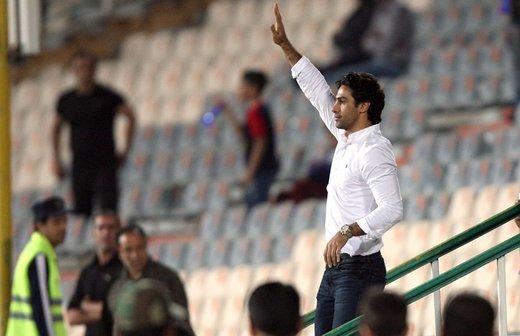 تصویری از فرهاد مجیدی در میان هواداران استقلال در استادیوم آزادی