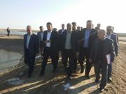 بازدید وزیر جهاد کشاورزی از مزرعه پرورش میگوی شور در بندرعباس