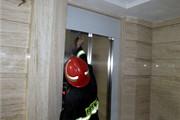 مصدومیت شدید کارگر جوان با سقوط به چاهک آسانسور در ارومیه