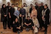 اصغر فرهادی کنار عوامل نمایش «آرش»