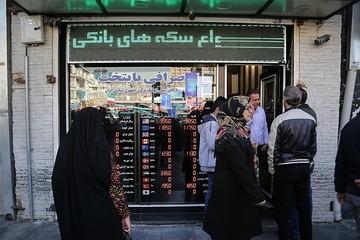 دلالان در کمین خریداران ارز/ دلایل کاهش قیمت دلار اعلام شد