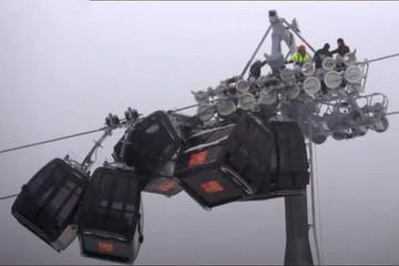 فیلم | تصادف ۵ اتاقک تلهکابین در اتریش