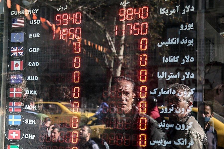 تصاویر | دلار ۹۹۰۰؛ صف فروش ارزهای خانگی در فردوسی