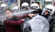 تصاویر | از پاشیدن گاز اشکآور به صورت یک زن تا شنا در رودخانه یخزده
