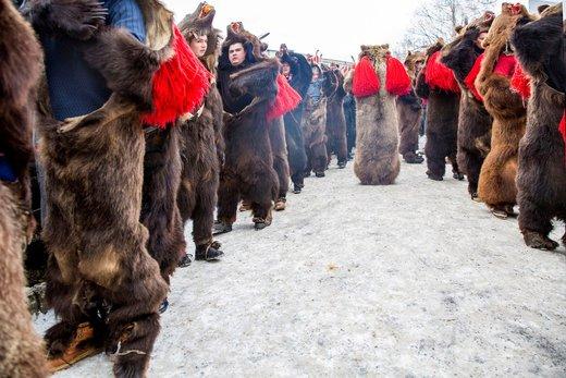 آیین رقص خرس در شهر کومانشت رومانی