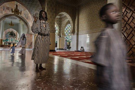 یکی از اعضای فرقه Baye Fall در مسجد بزرگ Touba سنگال