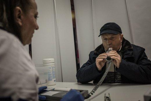 آزمایش تست ریه در شهر خوژوف لهستان  توسط شرکت های انرژی انجام می شود که اقدام به فروش سیستم های گرمایشی میکنند که برای محیط زیست بدتر از بخاریهای زغال سنگ است