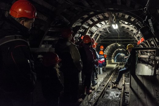 معدن Guido در شهر زابژه لهستان؛ صنعت معدن از لحاظ تاریخی، سیاسی و فرهنگی برای لهستان غرور آفرین است. معدنچیان برای کار خطرناکی که انجام می دهند قدردانی میشوند. صدها هزار شغل در این کشور به صنعت زغالسنگ وابسته است