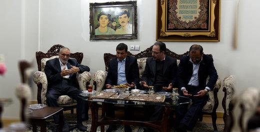 استاندار البرز با خانواده شهیدان فهمیده دیدار کرد