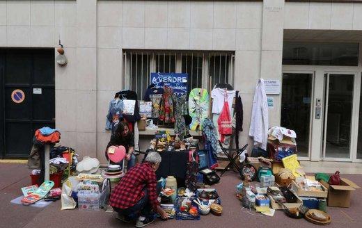 درآمد کلان اراذل و اوباش از  اجاره پیادهروها به دستفروشان/ هر موزاییک ۵۰.۰۰۰ تومان!