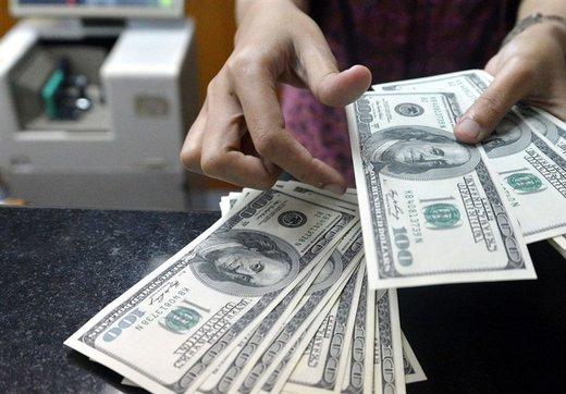 بازار ارز یکپارچه فروشنده شد/ صرافها دلار و سکه را چند خریدند؟