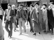تصویری قدیمی از رهبر انقلاب در حرم حضرت معصومه(س)