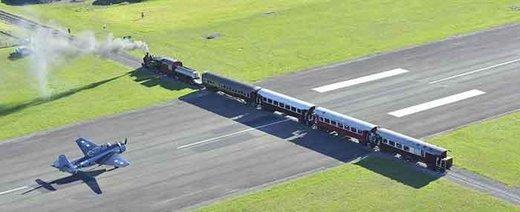 تصاویر   خطر تصادف هواپیما و قطار در لحظه فرود