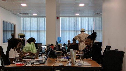کاهش ساعت کاری شرکتها/ رویای ۴ روز کار در هفته محقق میشود؟
