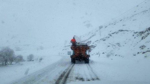ادامه بارش برف و کاهش دید در محورهای استان آذربایجانغربی/ سردشت بیشترین بارشها را داشته است