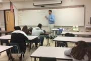 فیلم | واکنش عجیب و دیدنی یک معلم به خوابیدن یکی از شاگردانش!