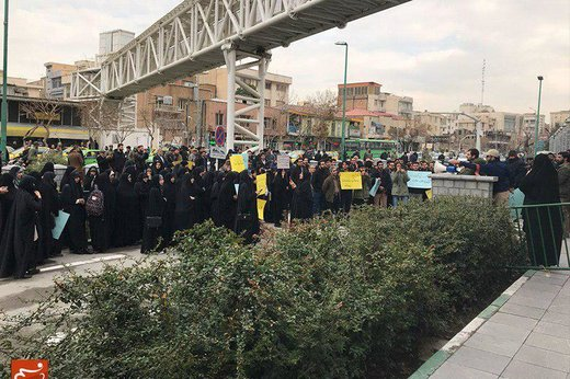تجمع دانشجویان دانشگاه آزاد مقابل مجلس