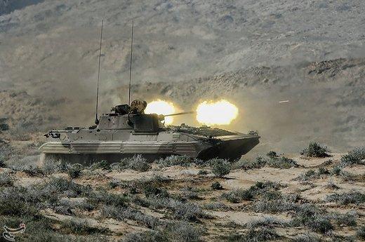 مروحيات الحرس الثوري تلقي انواع الشحنات علي مواقع العدو الوهمي