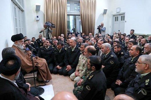 دیدار جمعی از فرماندهان و مسئولان نیروی انتظامی با فرمانده کل قوا