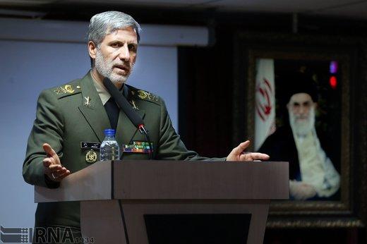 وزير الدفاع: أمريكا لو كانت قادرة لحرمت الشعب الإيراني من الماء والأوكسجين