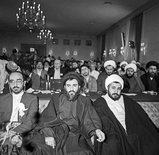 آیتالله سید محمود هاشمی شاهرودی، در مراسم افتتاح کنگره جهانی قداست و امنیت حرم، سال 1366 حضور دارد