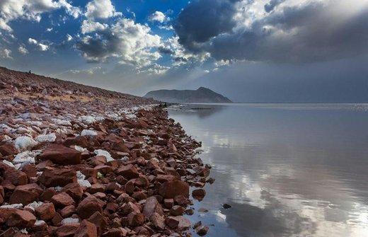 آب سد مخزنی ساروق به سمت دریاچه ارومیه رهاسازی شد