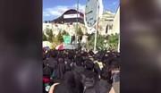 فیلم | تجمع اعتراضی دانشجویان دانشگاه آزاد در واکنش به سقوط مرگبار اتوبوس