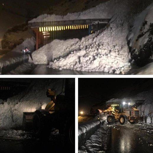 سقوط بهمن که شب گذشته باعث مسدود شدن جاده چالوس شد