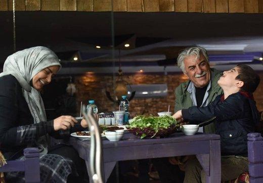 رضا کیانیان و نرگس محمدی در راه بیمارستان