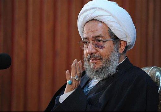 آیت الله مقتدایی: توهین به رئیس جمهور شرعا حرام است