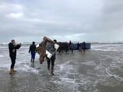 تصاویر | وقتی دریا برای مردم هلند لپتاپ و تلویزیون هدیه میآورد!