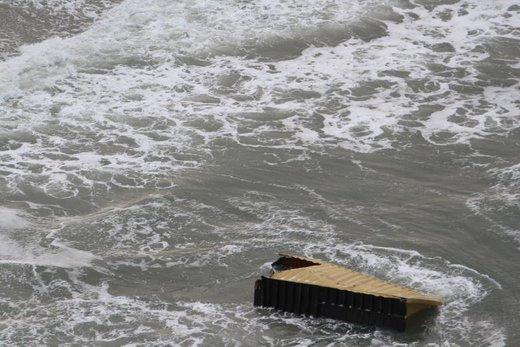 سقوط  ۲۷۰ کانتینر به آب در هلند