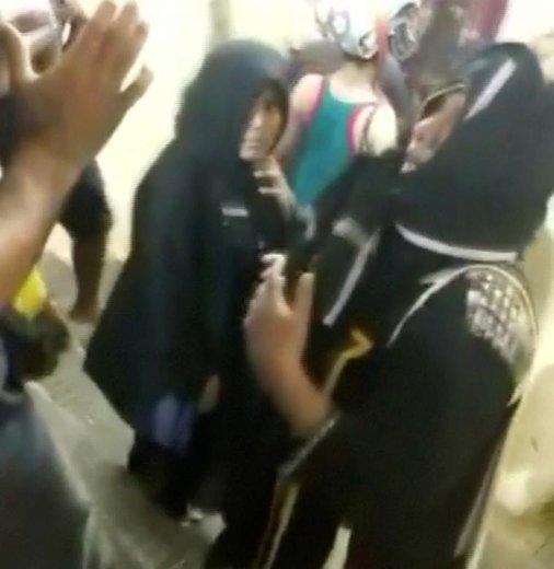 لحظه ورود دو زن به معبد آیاپا در هند