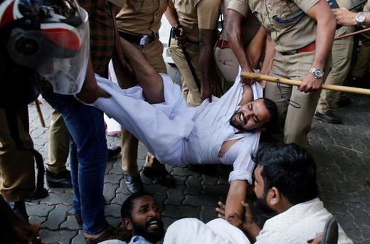 تظاهرات برای ورود دو زن به معبد در هند