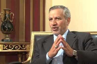 طعنه جالب عطاءالله مهاجرانی به وزیر بحرینی/ عربی را با لهجه تهرانی حرف میزنی!