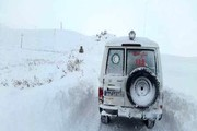 نجات زن باردار در یک روستای صعبالعبور از محاصره برف