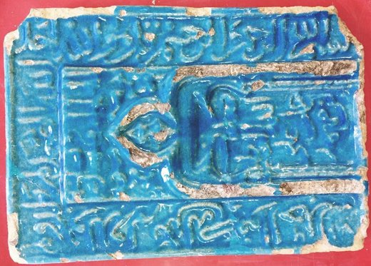 مرمت کاشی تاریخی  مسروقه بقعه امامزاده حسن بن موسی (ع) در کاشان