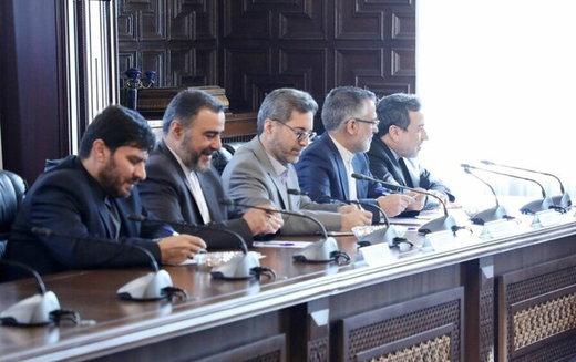 عراقجي یقدم تقریرا للرئیس الأفغاني حول المفاوضات الأخیرة بین إيران وطالبان