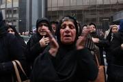 تصاویر | عزاداری خانواده قربانیان سانچی مقابل شرکت ملی نفتکش