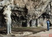 غار شاپور، سالهاست نگهبانی غولپیکر دارد! +تصاویر
