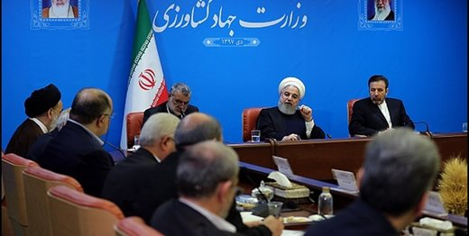 روحانی: باید در حوزه غذا و تأمین مواد غذایی روی پای خود بایستیم