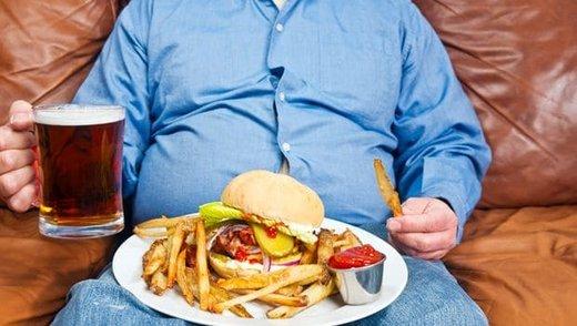 نمیتوانید جلوی زیاد غذا خوردنتان را بگیرید؟ این ۹ روش را امتحان کنید