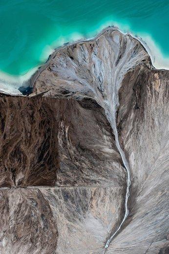 پخش خاکستر پس از سوختن زغال سنگ در یک نیروگاه حرارتی در لهستان