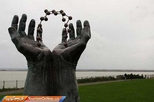 دست و مولکول در رامس گیت –انگلستان- ارتفاع 2 متر و 43