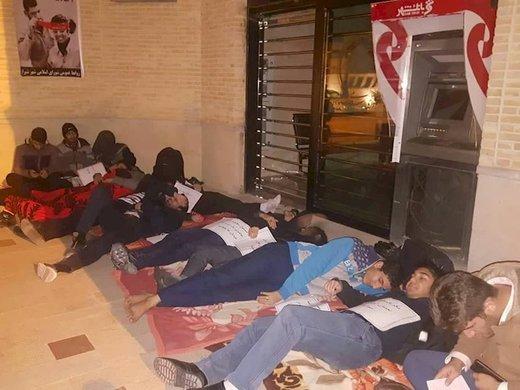 كار متفاوت دانشجويان در حمايت از افراد كارتن خواب ها