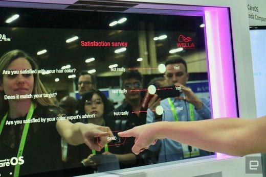 آینه هوشمندی که با دیدن چهره، رنگ مو و سبک مناسب را معرفی میکند